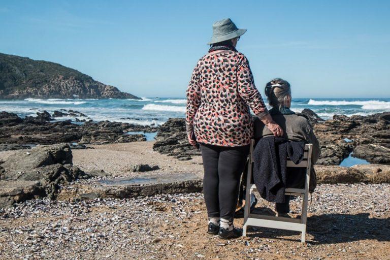 Contratar um cuidador de idosos
